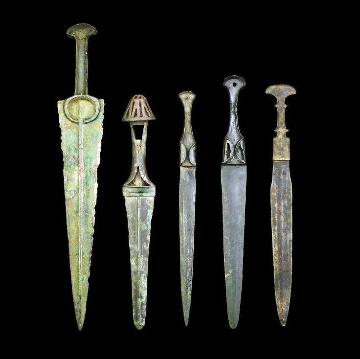 Почему железо получило распространение позже бронзы