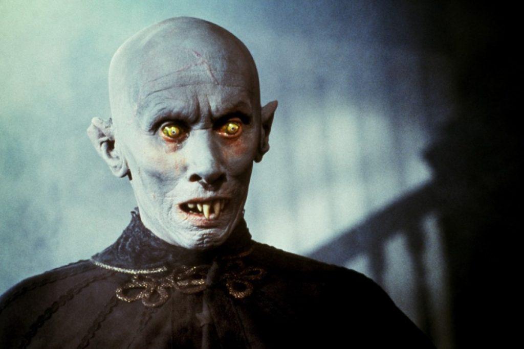 Почему вампиры боятся осиновых кольев?