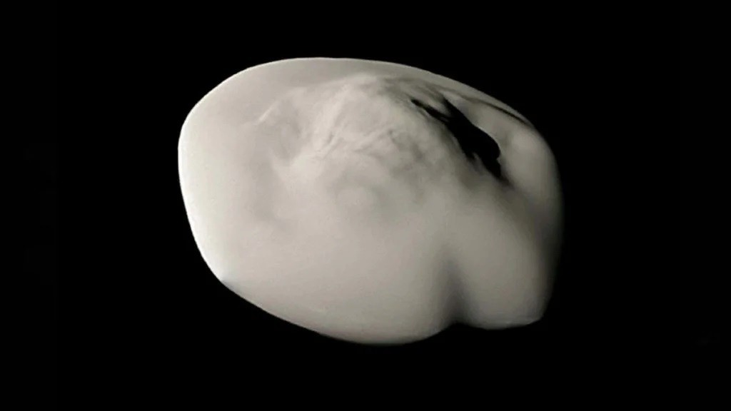 Сатурн: Спицы на кольцах и гигантские НЛО на орбите