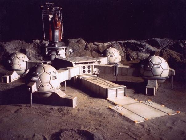 Лунная база: Какой она будет, и что мешает её построить